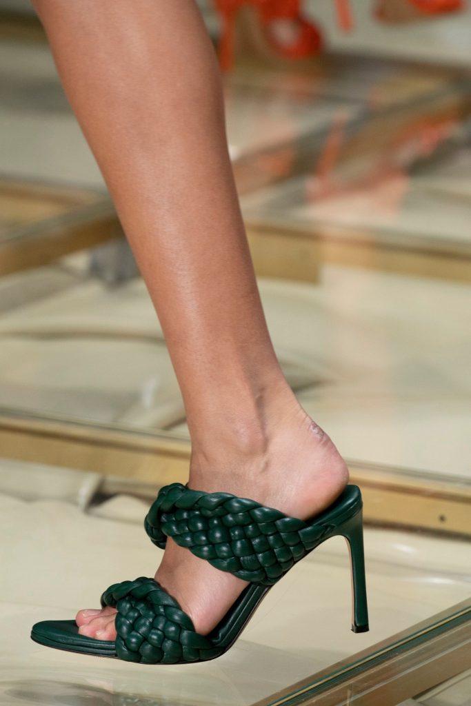 bottega veneta curve leather runway sandals