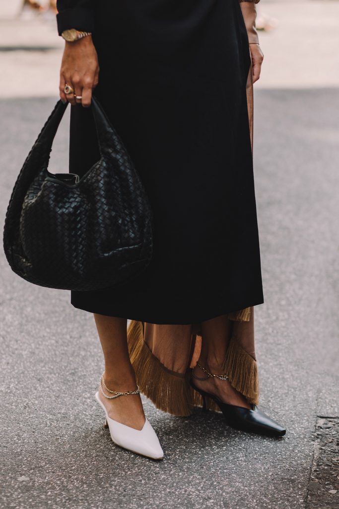 mismatched shoes trend streetstyle